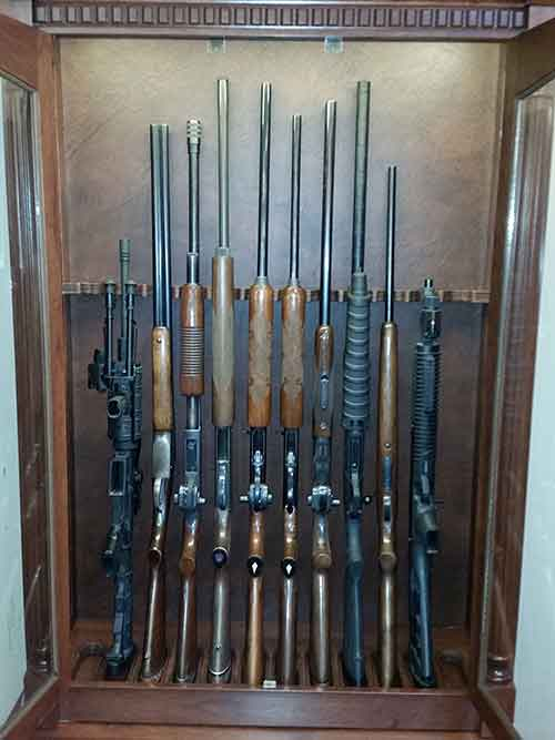 Vertical upright gun display